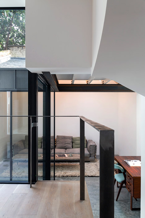Fitzrovia-House-by-West-Architecture_dezeen_468_4