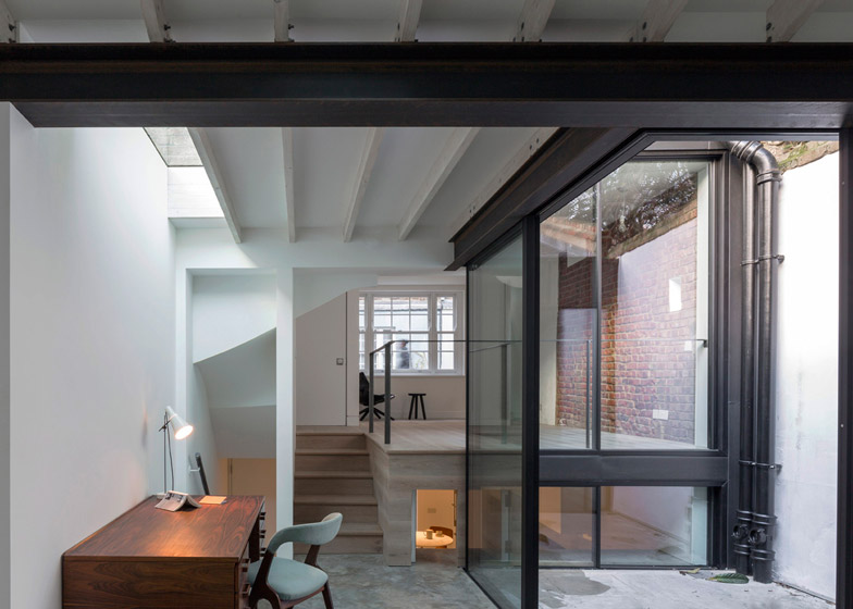 Fitzrovia-House-by-West-Architecture_dezeen_784_1